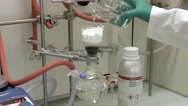 Mizoroki-Heck Cross-kobling reaksjoner katalysert av Dichloro {bis [1,1 ', en'' - (phosphinetriyl) tripiperidine]} palladium Under mild reaksjon betingelser thumbnail
