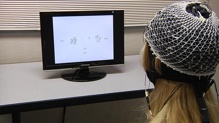 Meten Neurale en Behavioral Activity Tijdens Lopende Computerized sociale interacties: een onderzoek van-Event Related Potentials Brain thumbnail